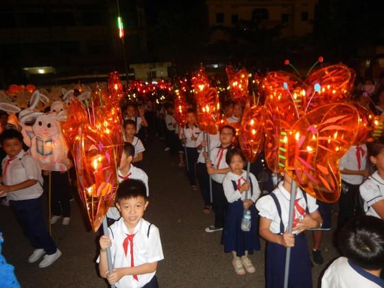 Tưng bừng Lễ hội rước đèn Trung thu lớn nhất Việt Nam