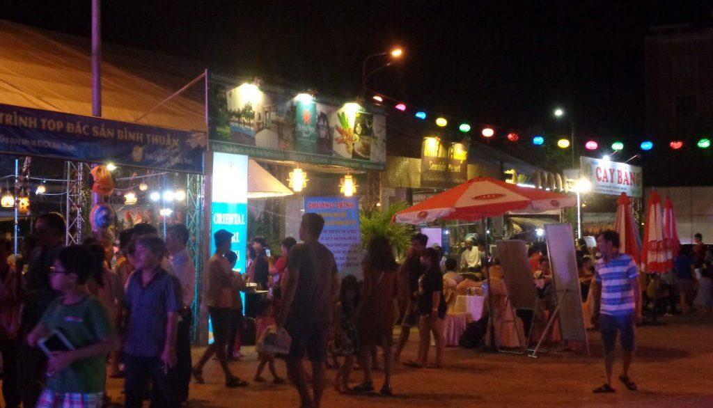 Du khách khám phá không gian ẩm thực – Ảnh Trung tâm Văn hóa – Điện ảnh Bình Thuận